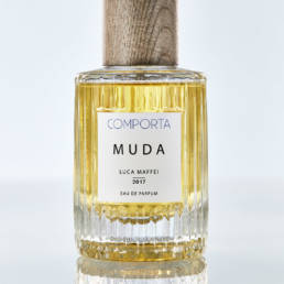 Eau de Parfum: Muda from Comporta, Portugal. Features: rose, fresh spicy, aromatic.